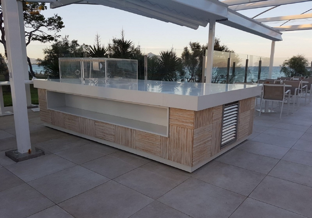 100337 Nipa hut envi slat white wash hotelbar Mallorca